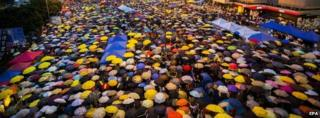 Protesters raise umbrellas in Admiralty, Hong Kong (28 Oct 2014)