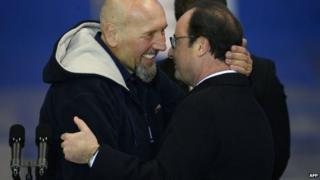 Serge Lazarevic (l) and President Hollande