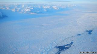 Sea ice leads
