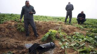 Israeli security forces next to rocket fired Gaza, 19 December 2014