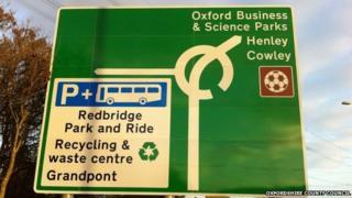 Kennington Roundabout sign