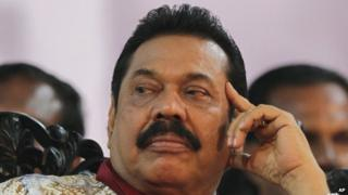Mahinda Rajapaksa attends his final public rally for the presidential elections in Kesbewa, south-east of Colombo (05 January 2015)