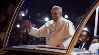 Pope Francis waves to the faithful upon his arrival in Manila city