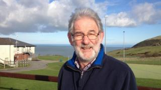 Steff Jenkins: 'Oes o wasanaeth'