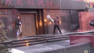 Screen grab from video shows men throwing water at mausoleum in Red Square, Moscow, said to be on 19 January 2015