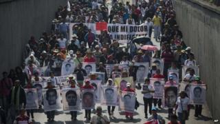 March for missing students, Mexico City, 26 Jan 15