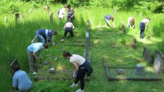 Arnos Vale Cemetery volunteers