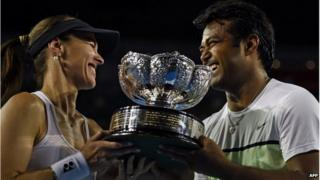 Martina Hingis and Leander Paes won the Australian Open mixed doubles on Sunday