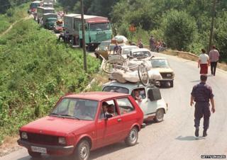 Croatian Serbs fled Knin towards Bosnia in August 1995