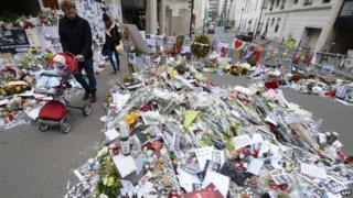 Hundreds of flowers in Paris pay respects to the victims of terrorist attacks