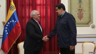 Venezuelan President Nicolas Maduro (R) welcomes Unasur Secretary General Ernesto Samper in Caracas, February 4, 2015