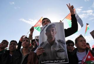 Jordanian protesters hold poster of murdered pilot