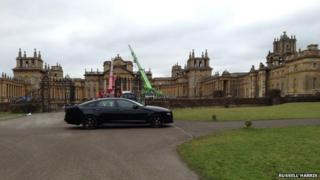 Cranes and a car at Blenheim Palace