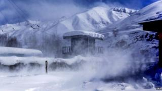 Snow storm in the Paryan district of Panjshir province (28 February 2015)