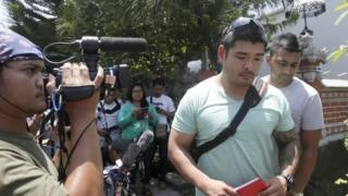 Australian Michael Chan (C), the brother of death-row prisoner Andrew Chan, talks to the media