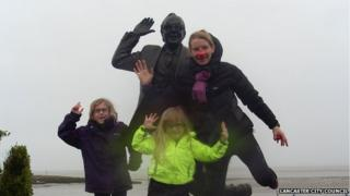 Eric statue with fans