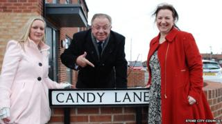 Pete Conway launches Candy Lane with resident Kimberley Chesters (left) and councillor Ruth Rosenau.