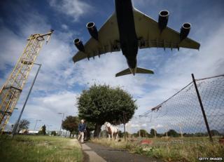 Heathrow - plane landing near field