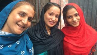 Saania and Muqqadas Tabaydar with their mother Shahnaz