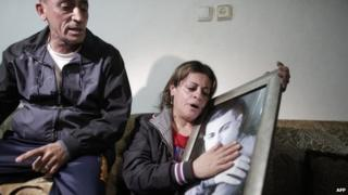 The parents of Mohammed Said Ismail Musallam, an Israeli Arab, mourn after a video is posted by IS purportedly showing his killing (10 March 2015)
