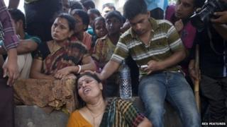 Distraught relatives of the stampede victims in Narayanganj (27 March 2015)