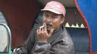 Cycle rickshaw driver waiting for a fare in Jakarta (April 2008)