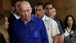 Ehud Olmert in a Tel Aviv court