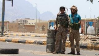 Shiite Houthi fighters set up a checkpoint in the Khor Maksar neighbourhood of Yemen's southern coastal city of Aden on 2 April, 2015.