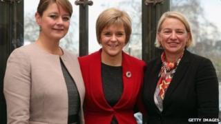 O'r chwith i'r dde: Leanne Wood (Plaid Cymru), Nicola Sturgeon (SNP), Natalie Bennet (Gwyrddion)