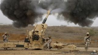 Saudi troops fire shells towards Houthi rebel positions in northern Yemen (13 April 2015)