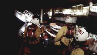 Teddington RNLI crews attended the scene