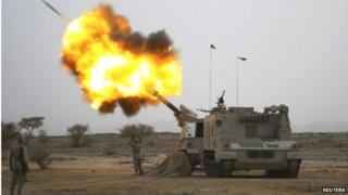 Saudi army fires towards Yemen (15/04/15)