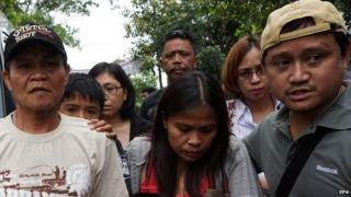 Relatives of Philippine national Mary Jane Veloso travel to the Indonesian prison island of Nusakambangan where she is being held ahead of her execution (25 April 2015)