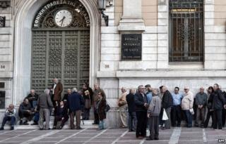 Pensioners outside the Bank of Greece in Athens (30 April)