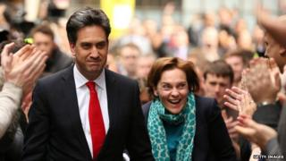 Ed Miliband waves as he arrives with his wife Justine Thornton at Labour party headquarters on May 8, 2015