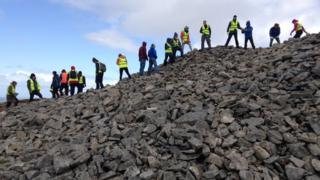 how to become an archaeologist uk