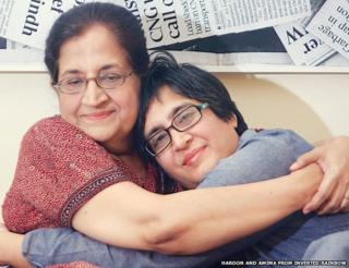 Sabeen Mahmud and her mother Mahenaz. hugging