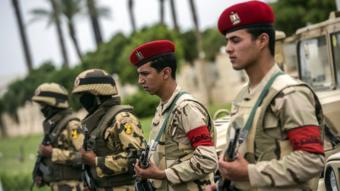جنود أثناء تأمين مؤتمر في شرم الشيخ - مارس 2016