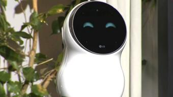 """روبوت """"إل جي"""" يفشل مرارا في تنفيذ الأوامر خلال عرضه الأول"""