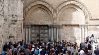 أبواب كنيسة القيامة مغلقة