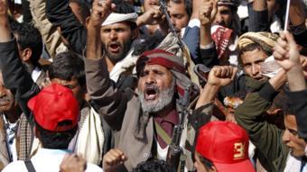 أنصار الحوثي يحتفلون بالذكرى الثالثة للحرب على اليمن