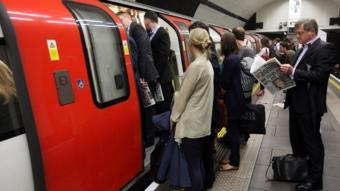 """مترو أنفاق لندن """"يزيد مخاطر الإصابة بالصمم"""""""