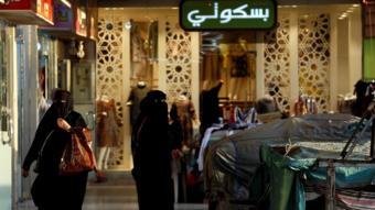 نساء في سوق بالسعودية