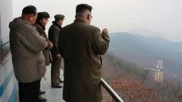 Le président Kim Jong-un supervise le lancement test d'un missile