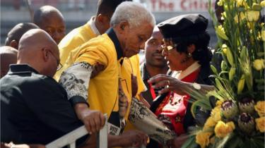 Former South African President Nelson Mandela, age 90, is helped on to the stage by ANC presidential favorite Jacob Zuma (L), and Mandela's former wife Winnie Mandela (R), April 19, 2009 in Johannesburg, South Africa.