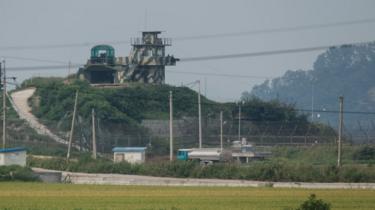Un poste de contrôle des forces armées nord coréennes à la frontière avec la Corée du Sud