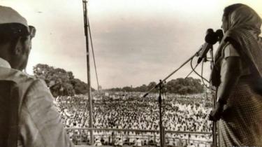 बोटक्लब में समर्थकों को संबोधित करतीं तत्कालिन प्रधानमंत्री इंदिरा गाँधी