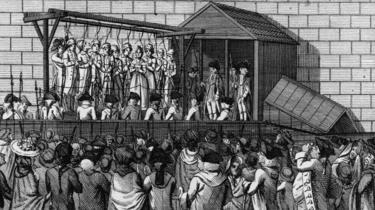 Los condenados a muerte en la horca, soldados y público