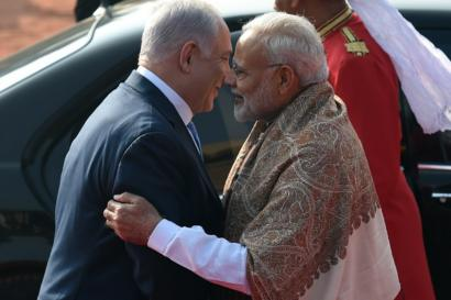 Israeli Prime Minister Benjamin Netanyahu is welcomed by his Indian counterpart Narendra Modi