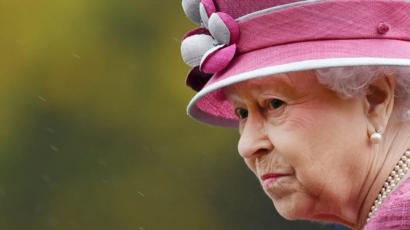 The Queen inspects the King's Troop Royal Horse Artillery outside Hyde Park Barracks in London, Britain, 19 October 2017